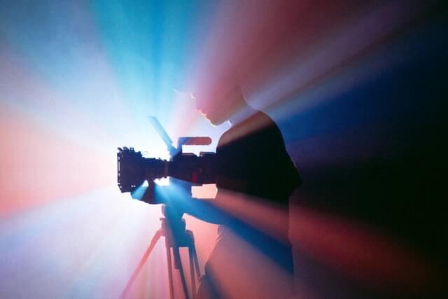 映像制作の外注先によって相場が異なる